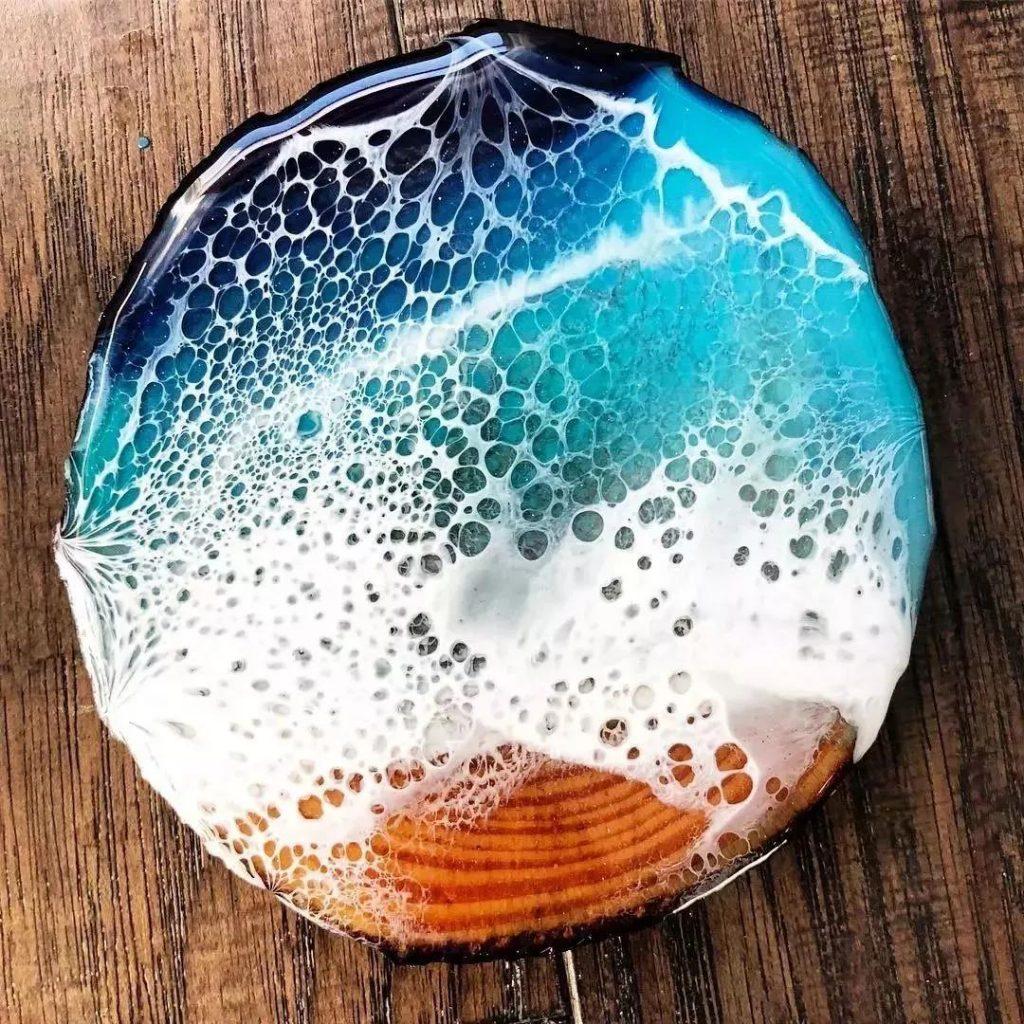 (稀釋劑與樹脂為媒介,通過與樹脂、丙烯、稀釋劑混合使顏料有流動感。)