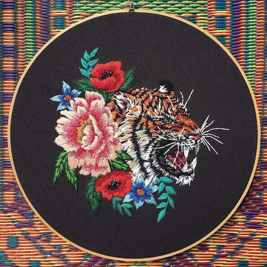 藝術家們刺繡